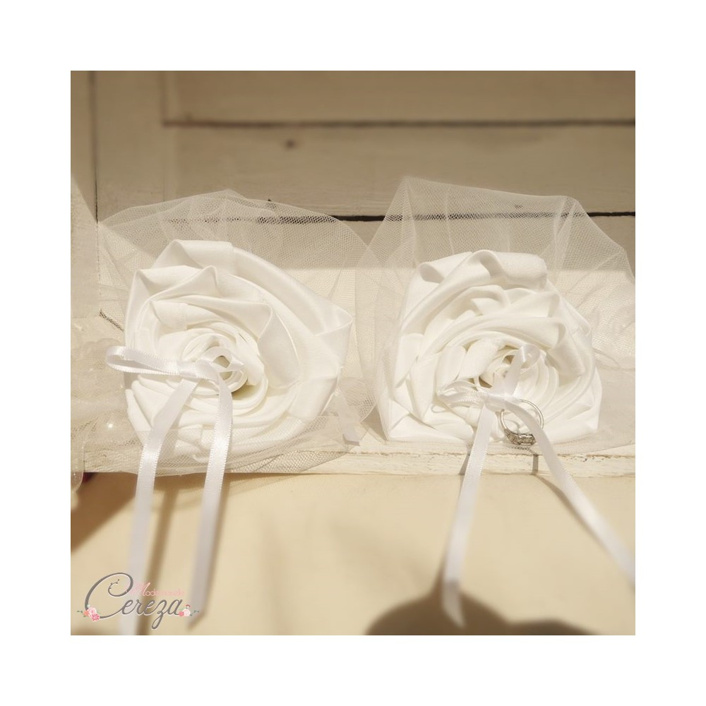 Porte alliances orginal fleur duo blanc ou ivoire - Porte alliances mariage ...