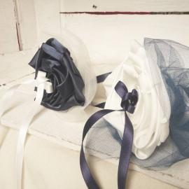Mariage bleu marine ivoire porte-alliance Duo floral personnalisable