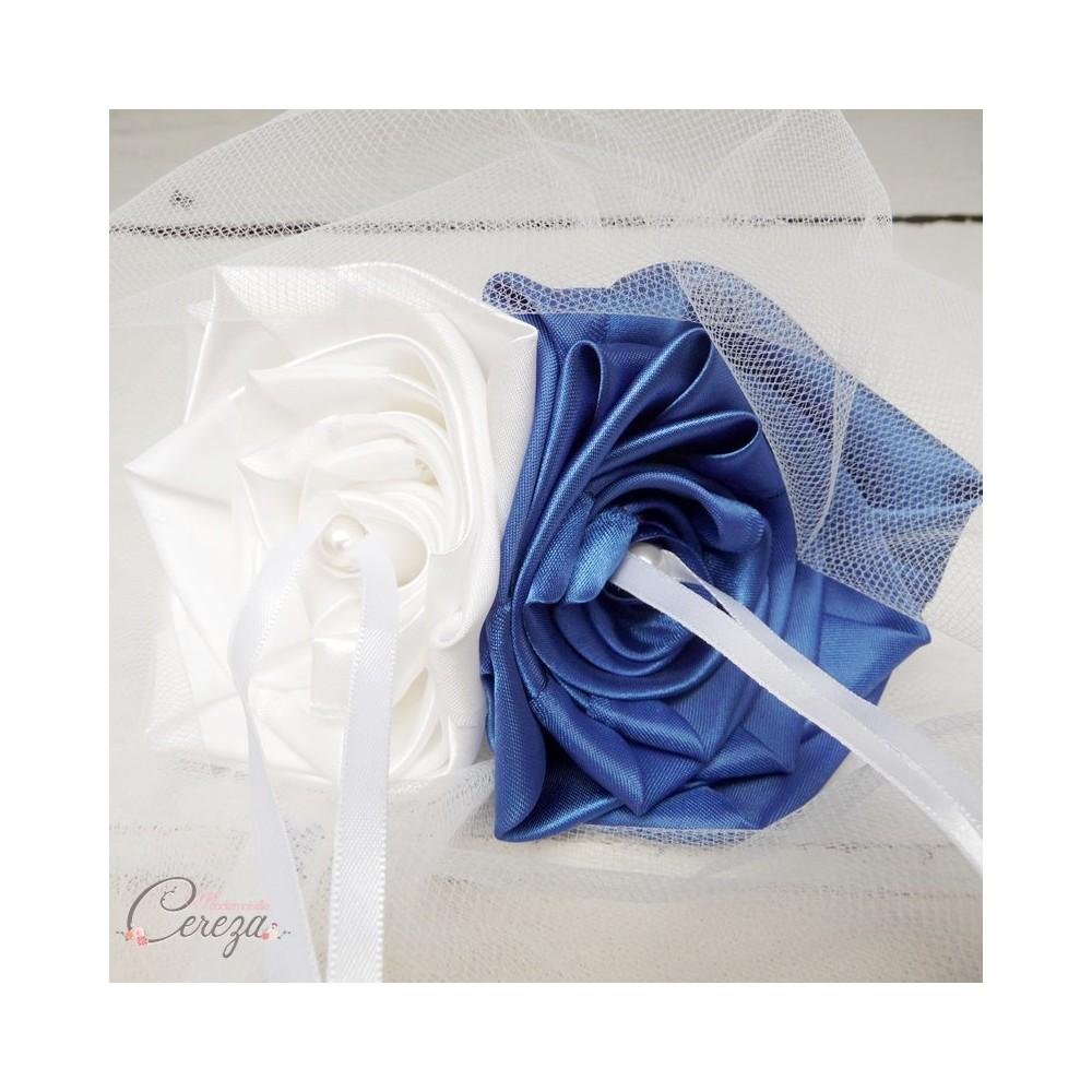 mariage bleu roi blanc porte alliances floral original chic. Black Bedroom Furniture Sets. Home Design Ideas