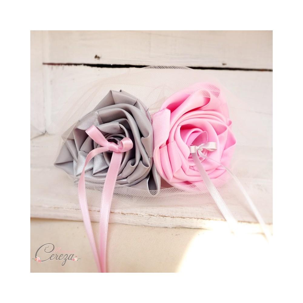 Mariage rose gris porte alliances original chic fleurs for Porte alliance original