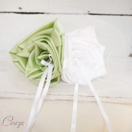 Mariage vert anis blanc porte-alliances original fleurs personnalisable