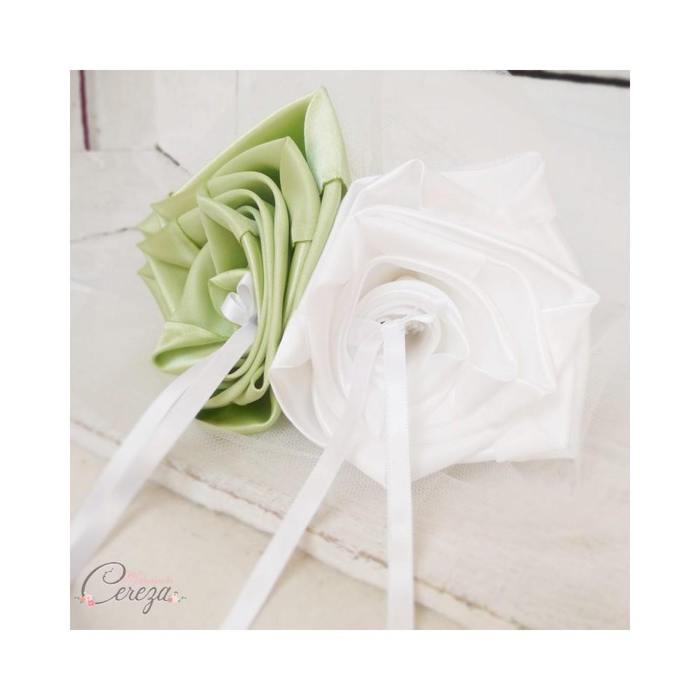 Mariage vert anis blanc porte alliances original chic fleurs - Porte alliance mariage ...