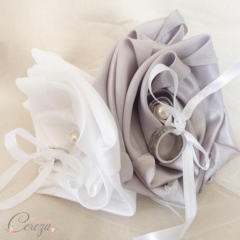 mariage gris argent blanc porte alliance fleur original chic. Black Bedroom Furniture Sets. Home Design Ideas