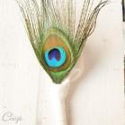 Boutonnière marié témoin plume de paon originale chic