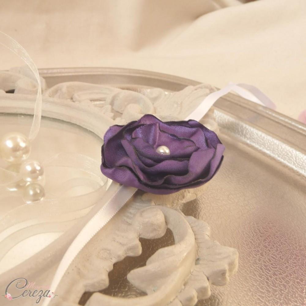 bracelet fleur violet demoiselle honneur tenue cort ge. Black Bedroom Furniture Sets. Home Design Ideas
