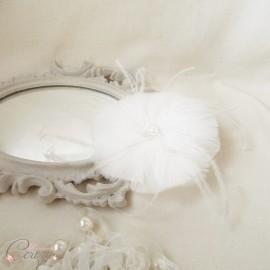 Bijou de tête fleur de plumes mariée romantique perles et cristaux 'Clémentine'