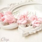 Pics à chignon rose blush petites fleurs mariée romantique