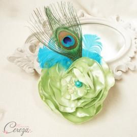 "Broche bijou chic plume de paon, fleur et perles turquoise vert anis  ""Philippine"""