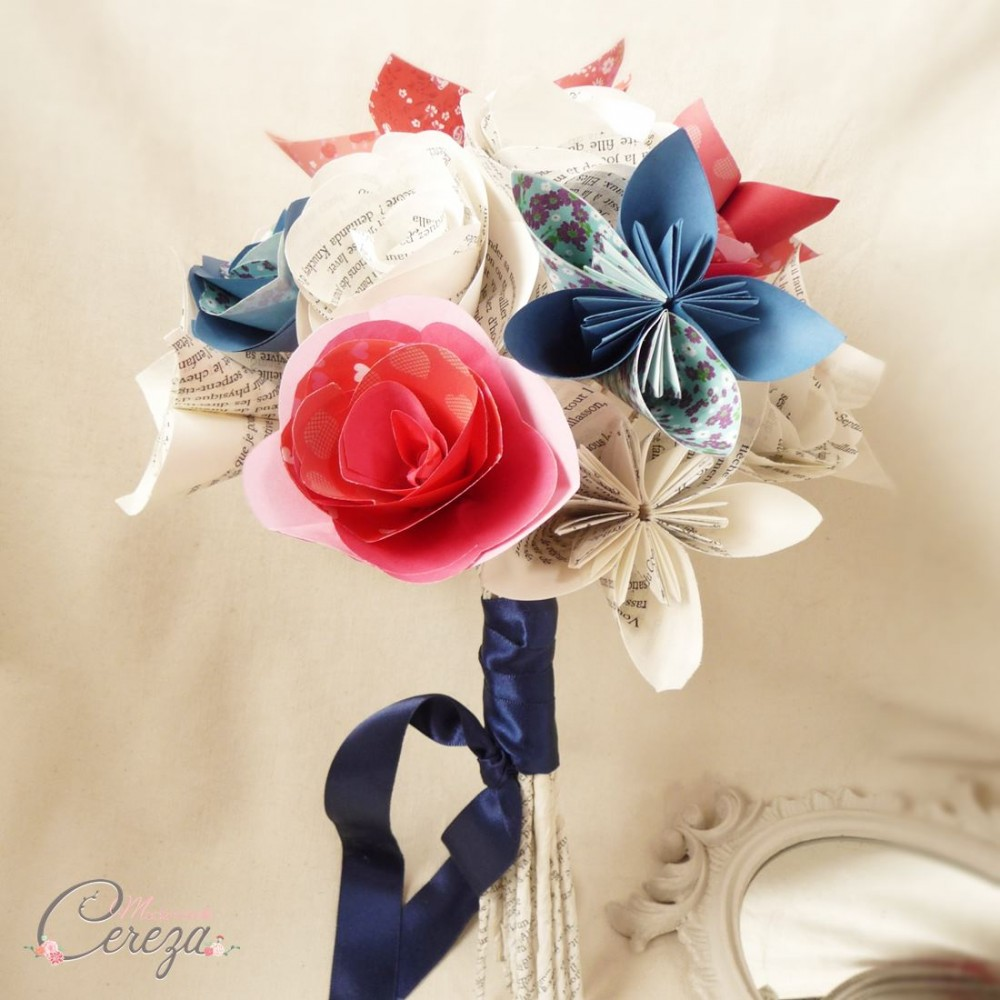 bouquet mariage atypique fleurs de papier original rouge bleu blanc. Black Bedroom Furniture Sets. Home Design Ideas