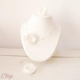 Collier mariée fleur blanche et perles romantique 'Lila' Bijou mariage personnalisable