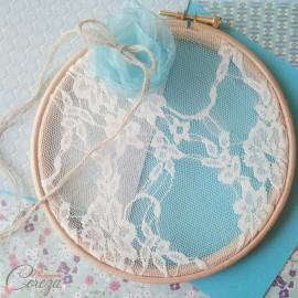 Porte-alliances champêtre chic fleur bleu turquoise et dentelle 'Appoline'