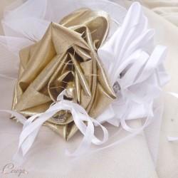 Mariage blanc et doré porte-alliance fleur original