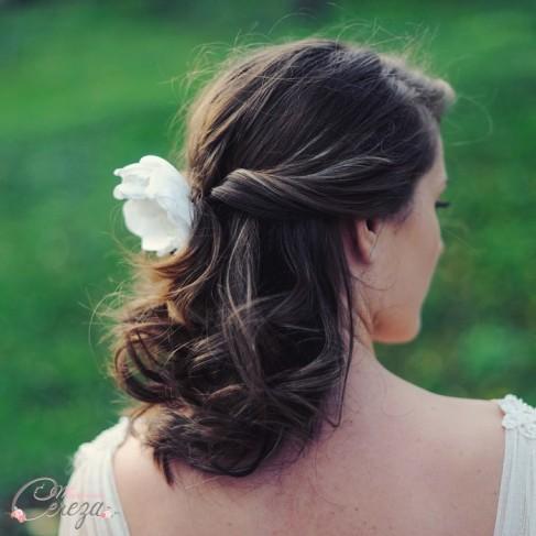 Bijou de tête fleur perle mariée Pivoine