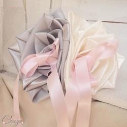 """Mariage ivoire gris rose porte-alliance floral original """"Simplicité"""""""