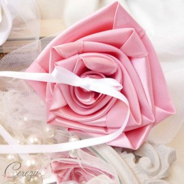 Mariage rose blanc porte-alliances Duo fleurs original