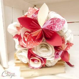 """Bouquet de mariage original rouge bordeaux rose ivoire fleurs de papier personnalisé """"Crazy Love"""""""