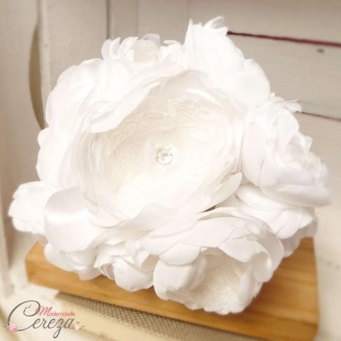 """Bouquet de mariée bijou pivoines cristal Swarovski dentelle de Calais """"Romy"""""""
