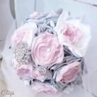 """Bouquet de mariage hiver chic féérique rose poudré gris blanc, broche cristal """"Chloé"""""""