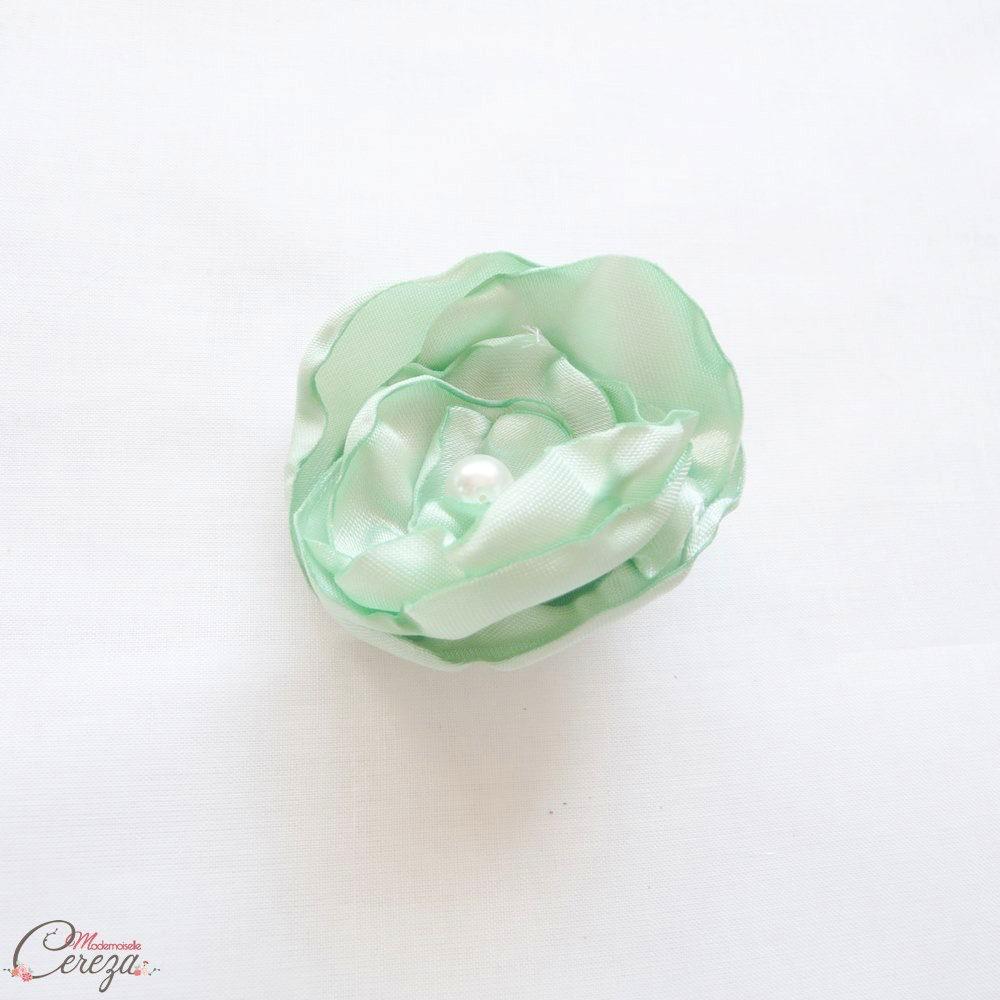 barrette fleur vert eau tenue demoiselle honneur cort ge. Black Bedroom Furniture Sets. Home Design Ideas