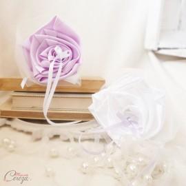 Mariage mauve blanc porte-alliance Duo de fleurs original