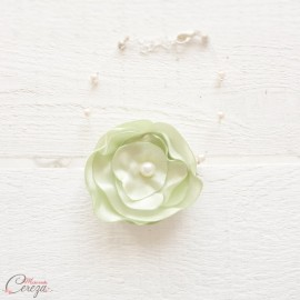 """Bracelet mariée fleur vert anis pâle perles nature romantique """"Lila"""" personnalisable"""