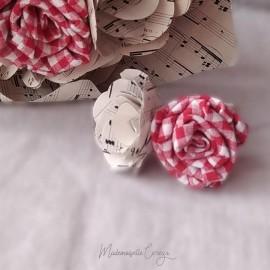 Boutonnière mariage guinguette vichy rouge blanc et partition musique