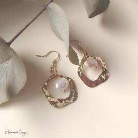"""Boucles d'oreille perle d'eau douce baroques """"Serena"""" bijou mariage moderne"""