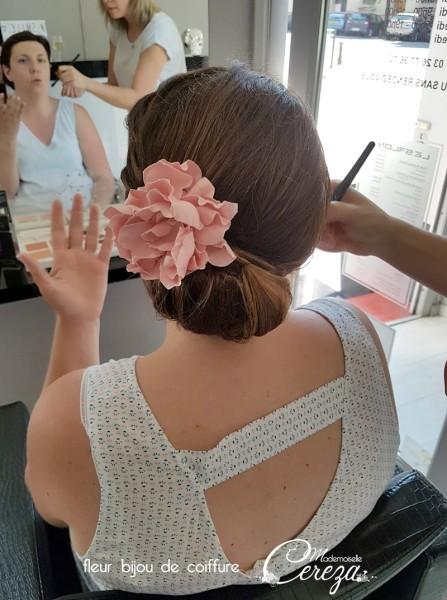 accessoire coiffure chignon mariee rose poudre bijou coiffure champetre Melle Cereza