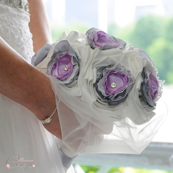 bouquet de mariage dentelle original ivoire gris parme strass cristal cereza mademoiselle deco b