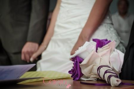 bouquet de mariee original personnalisé tissu ivoire violet laçage corset cereza deco 2