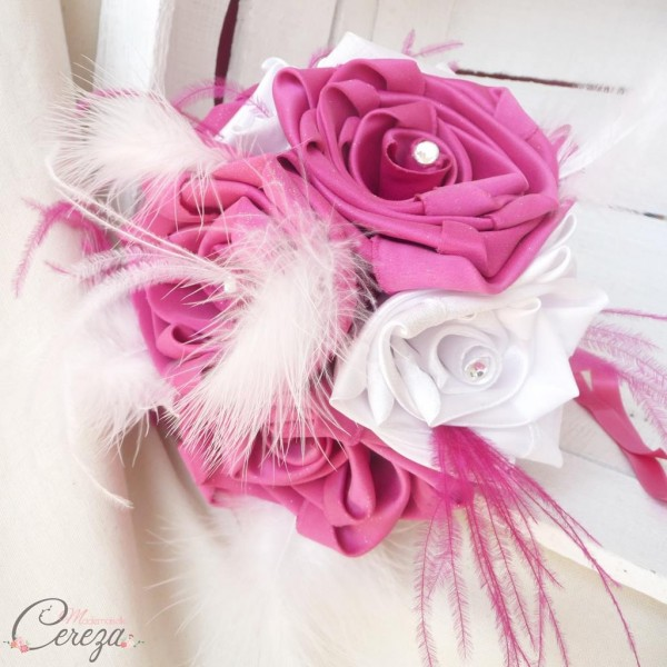 bouquet mariage cabaret baroque rose fuchsia blanc plumes strass laçage cereza deco 6b
