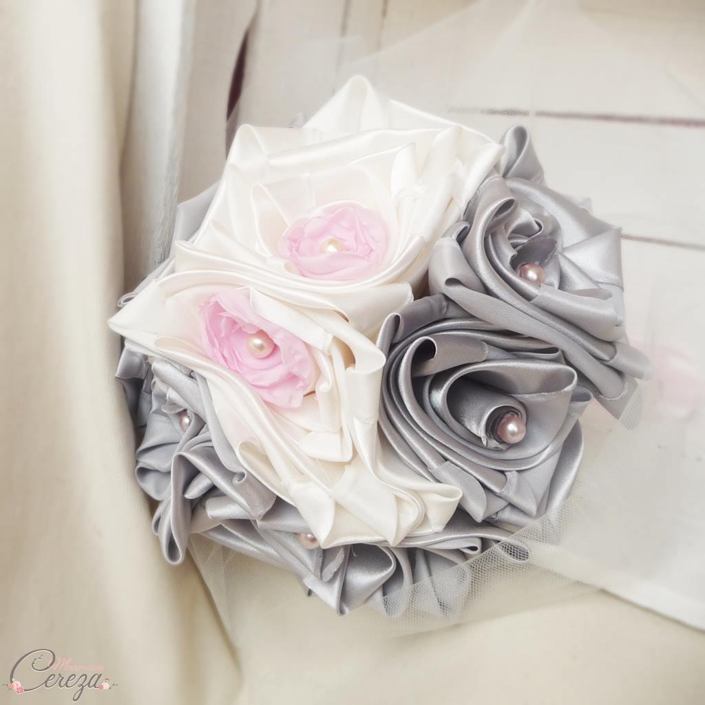 bouquet bijoux de mariée ivoire gris rose tissu cereza deco