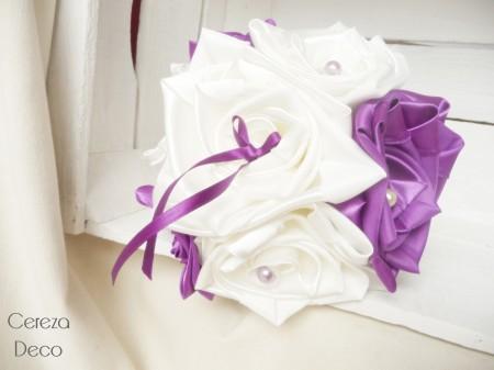 bouquet mariage original tissu ivoire violet bijou perle cereza deco 1