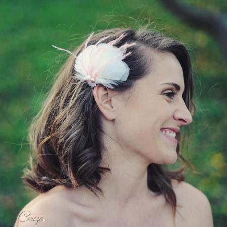 bijou de tête mariage fleur de plumes perles cereza mademoiselle