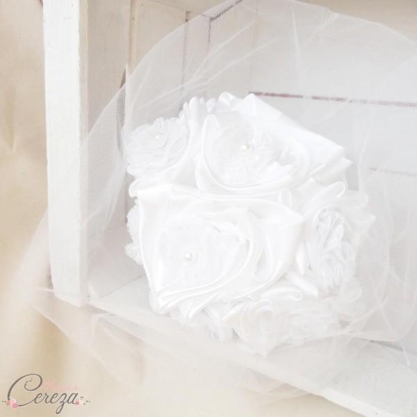 mariage dentelle bouquet mariée original tissu blanc et dentelle cereza deco
