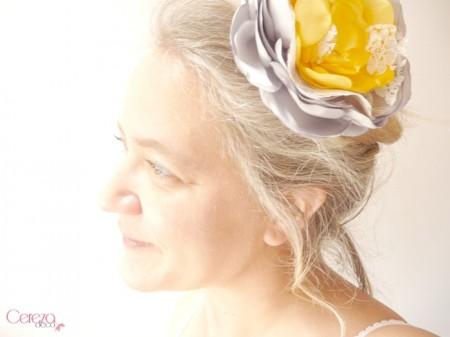 mariage rétro bijou de cheveux grande fleur dentelle strass jaune gris cereza deco 3