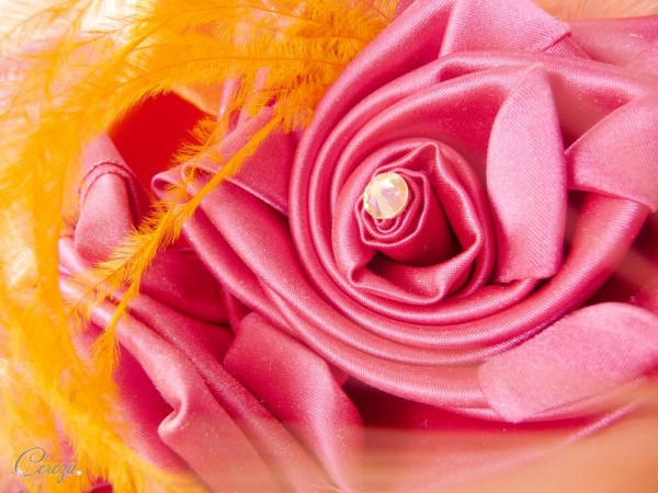 bouquet de mariage original alternatif a garder Mademoiselle Cereza modele sur-mesure rose fuchsia orange plumes