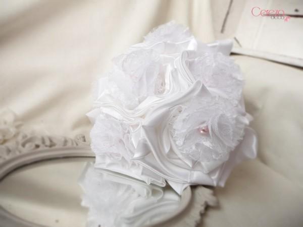 bouquet de mariee bijou blanc dentelle perles rose Mademoiselle Cereza deco 2