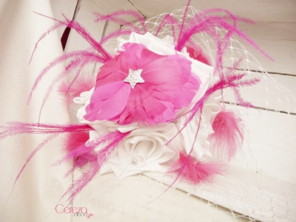 bouquet de mariee bijou plumes ivoire rose fuchsia Mademoiselle Cereza deco