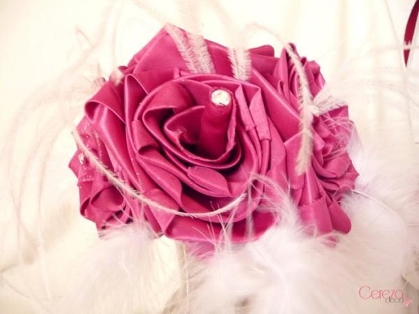 bouquet mariage cabaret plumes rose fuchsia blanc cereza deco 2