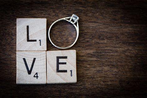 demande en mariage originale lettre de scrabble et bague