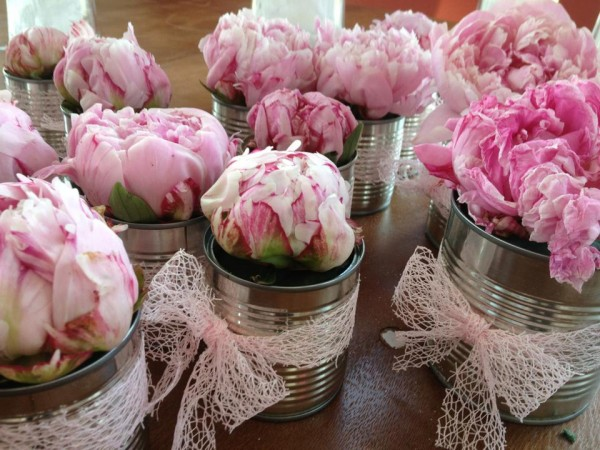 idee deco centre table mariage DIY pivoines boites conserve Mademoiselle Cereza blog mariage