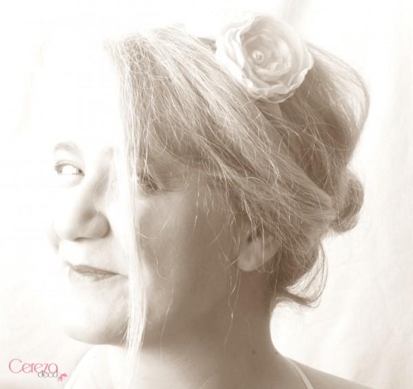 bijou de coiffure serre tete mariage personnalisé sur mesure fleur rouge cereza deco