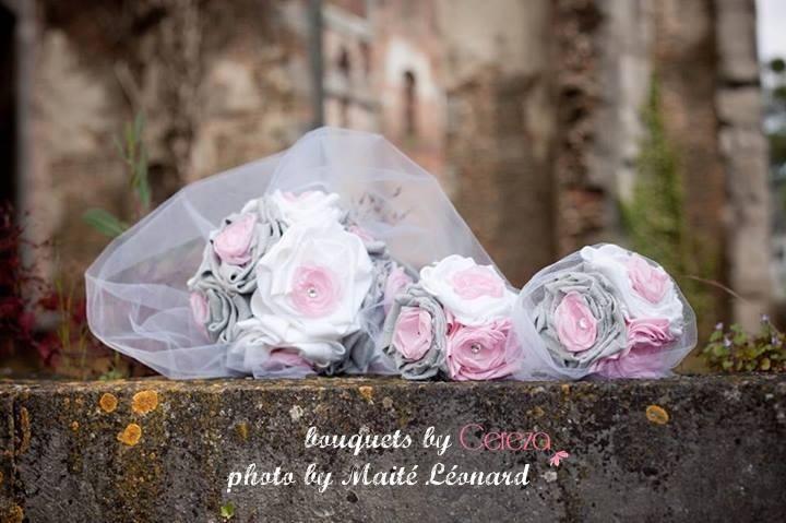 bouquet de mariee tissu original féérique tissu lin gris rose blanc strass bouquet demoiselle d'honneur cereza deco