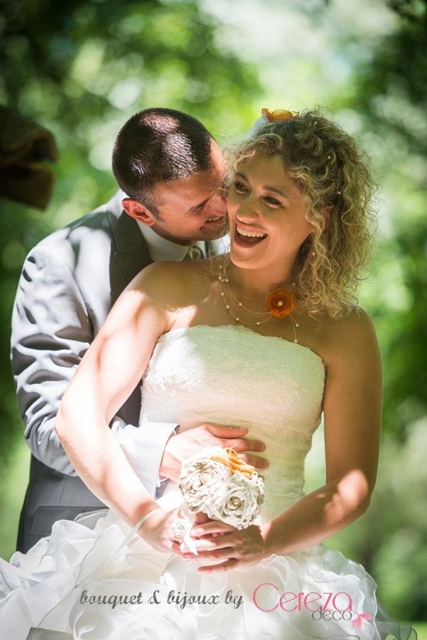 mariage orange et beige bouquet mariée original bijoux de mariage cereza deco sur-mesure toile de Jouy beige orange