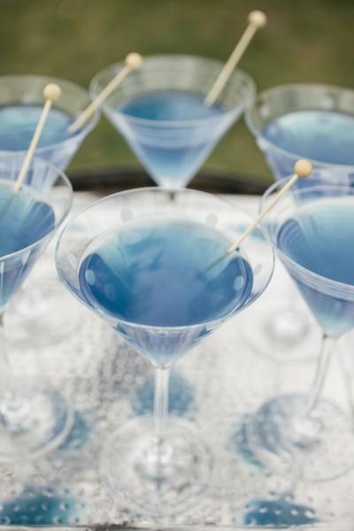idée originale mariage bleu ciel ivoire blanc cocktail coloré weddingchicks com