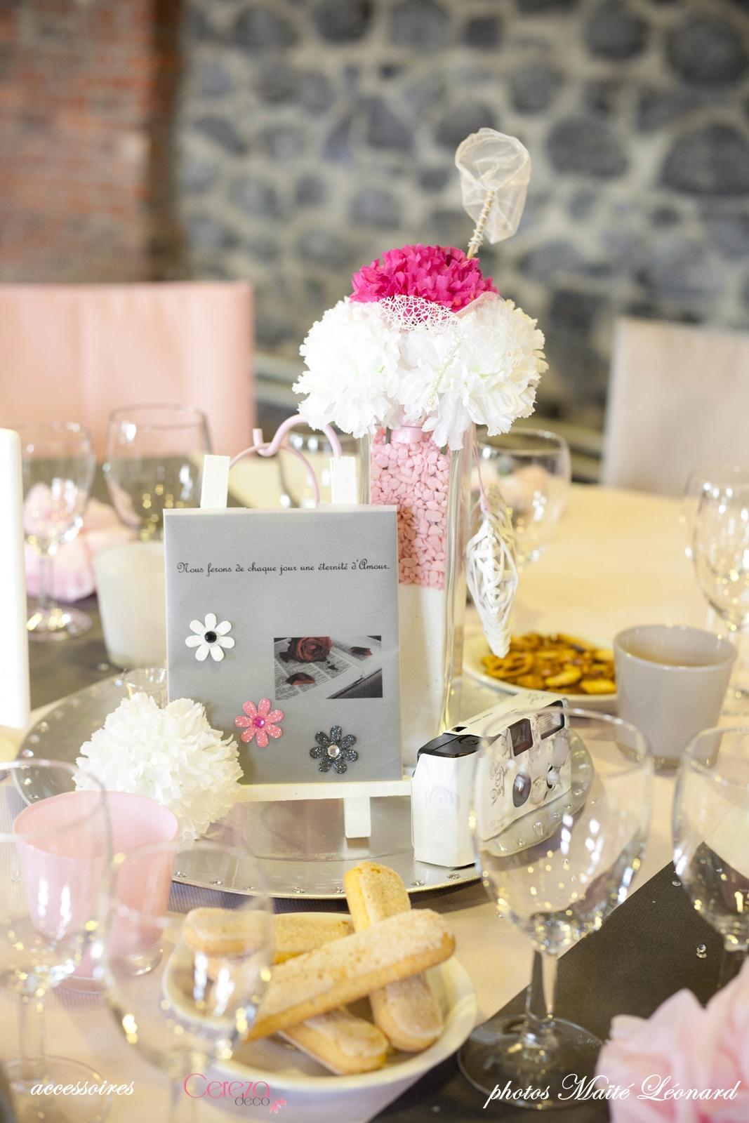 Mariage romantique f rique real wedding jennifer - Deco table rose gris ...