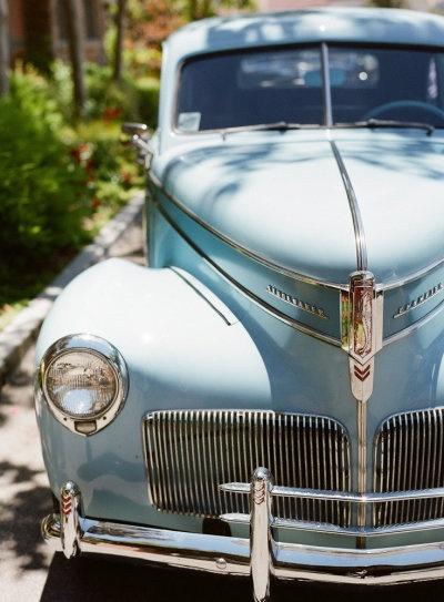 voiture des mariés luxe chic mariage bleu ciel ivoire blanc idée originale