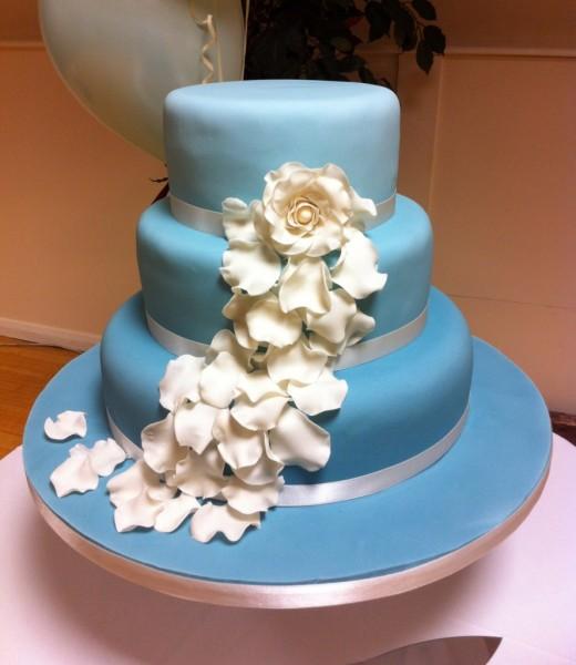 wedding cake fleurs mariage ivoire bleu icemaidencakescom