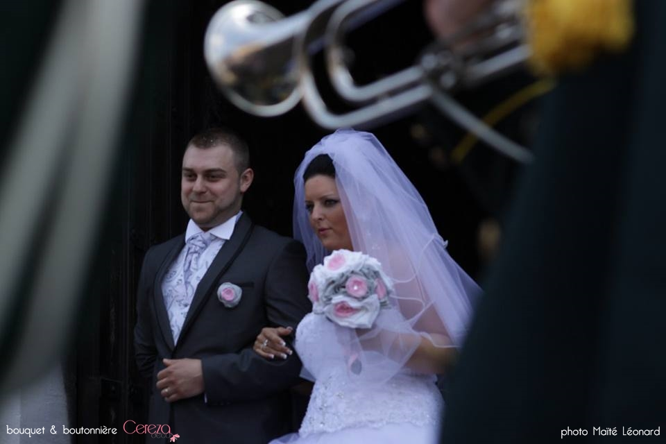 bouquet de mariage féérique original tissu lin gris blanc strass rose bouquets demoiselle honneur cereza deco 4